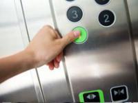 乘电梯应避免的10种危险举动